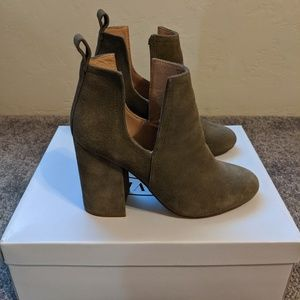 Steve Madden Nayna cut out booties 5.5
